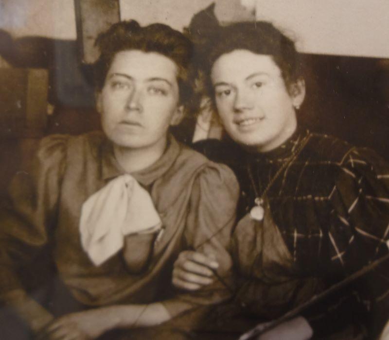 Юлия Игумнова (слева) с Татьяной Толстой