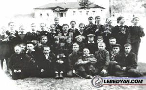 Старо-Ракитинская начальная школа в доме настоятеля церкви. 1968 г.