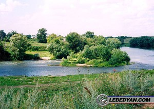 Река Красивая Меча под с. Троекуровым (2003 г.)