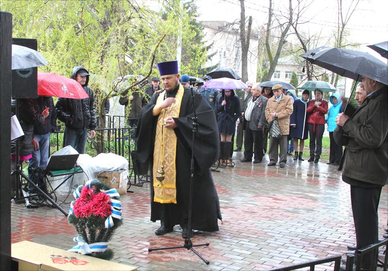 митинг у памятника ликвидаторам аварии на ЧАЭС в Лебедяни