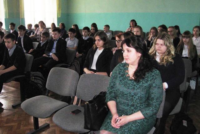 В беседе приняли участие руководство, преподаватели и учащиеся школы.