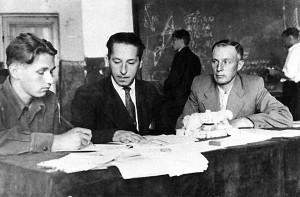 На экзамене. Н.А. Неронов 2-ой слева, рядом с ним директор института Владимир Васильевич Андрианов. 1950-е годы.