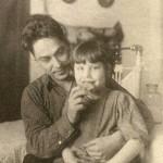 Константин Алексеевич Неронов с племянницей Юлией (дочерью сестры Клавдии). Фото к. 1930-х гг.