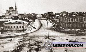 Вид на Христорождественскую улицу с колокольни церкви Рождества Христова.
