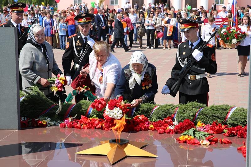 День Победы в Лебедяни. Возложение цветов.