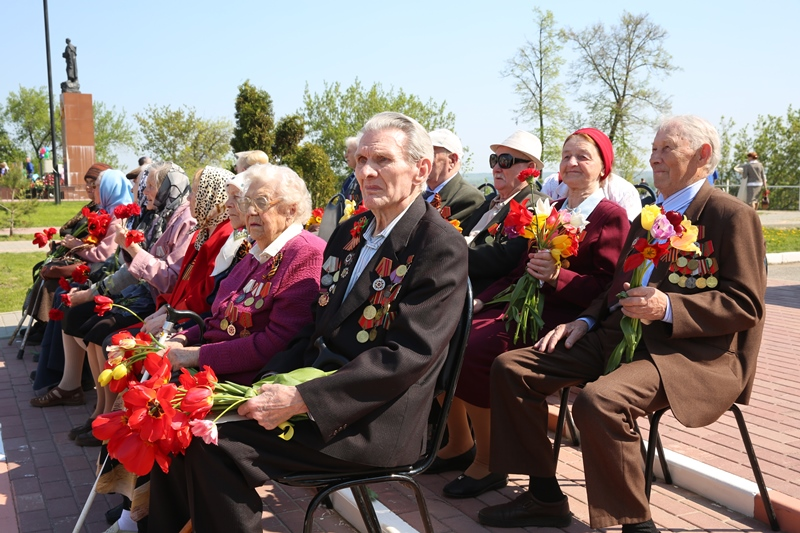 Ветераны на параде Победы в Лебедяни