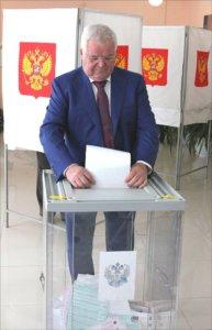 голосует Николай Борцов