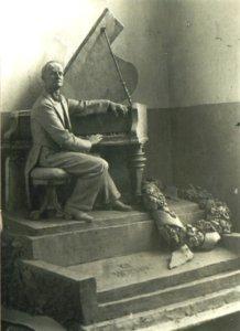 надгробие К.Н. Игумнова (дипломная работа В.И. Морозовой)