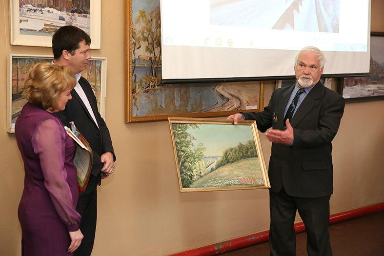 В.А. Башарин подарил краеведческому музею картину