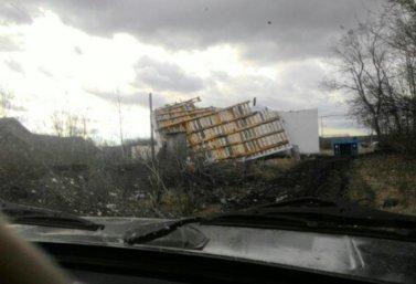 v_novom_rakitino_uraganom_sneslo_kryshu