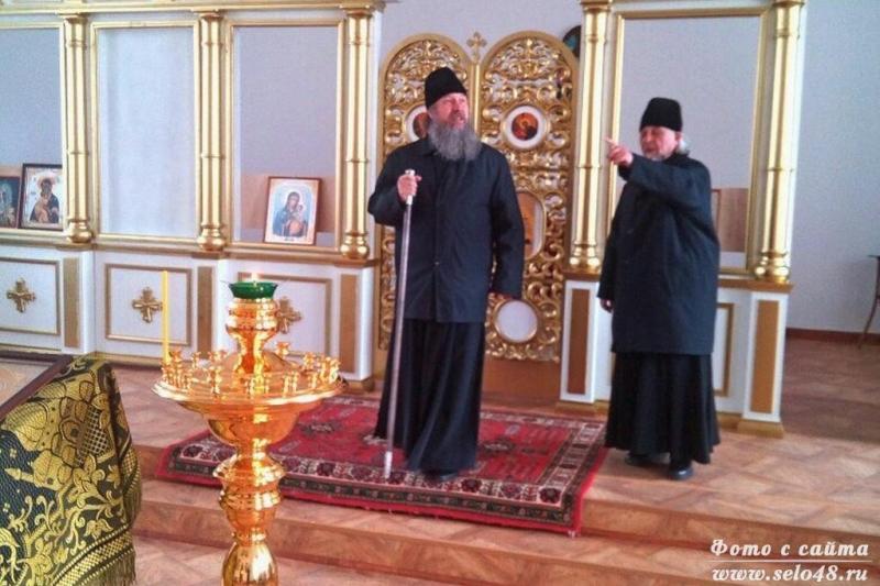episkop_maksim_osmotrel_hram_v_kurapovo