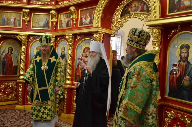 Prazdnichye_bogosluzheniya_v_troekurovskom_monastyre_2017