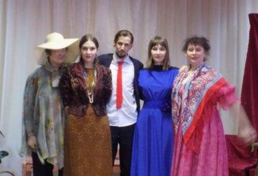"""Театр """"Улыбка"""" представил новую программу """"Мартовская радуга""""."""