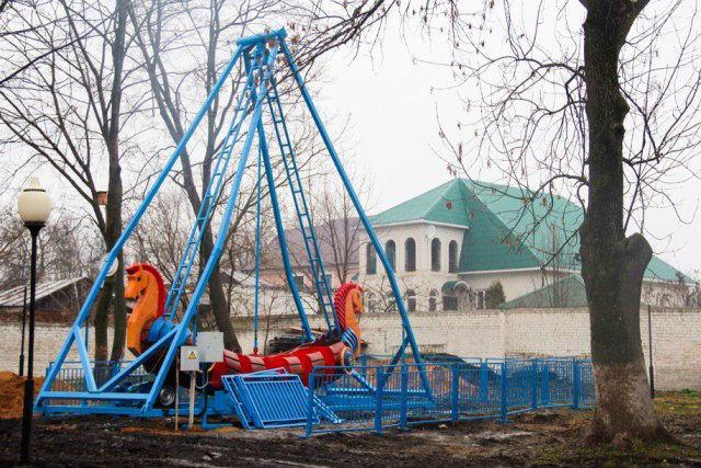 Новый аттракцион «Ермак» появился в городском парке Лебедяни