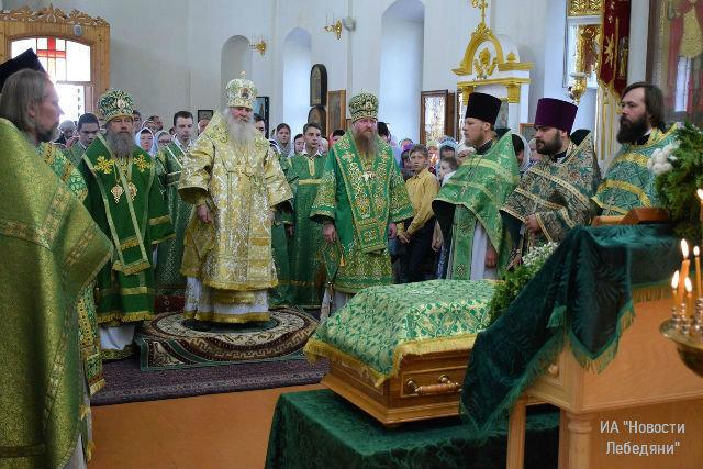 Архиерейская служба в Троекурово