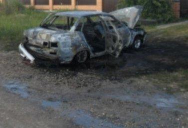 в Лебедяни горел автомобиль