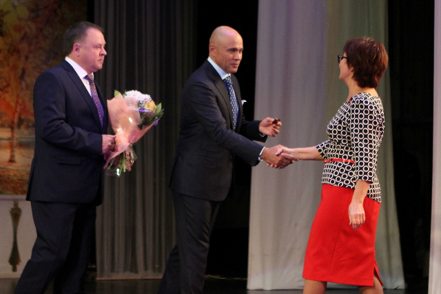 В День учителя в Липецке наградили учителя гимназии 1 Акимову Л.Н.