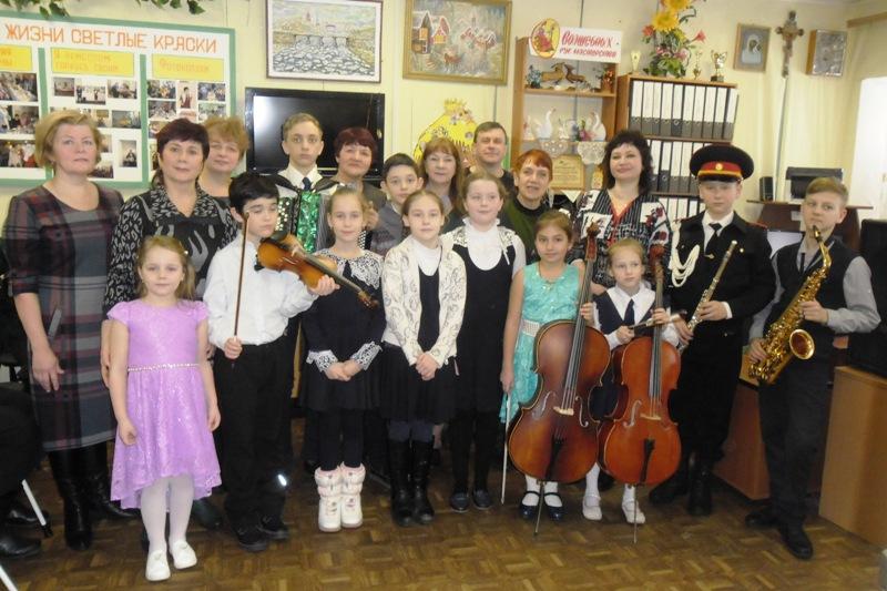 Учителя и ученики музыкальной школы в гостях в обществе слепых