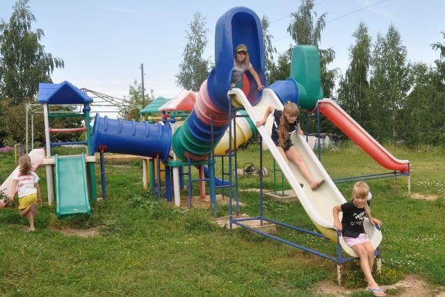 детская площадка в селе Троекурово