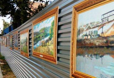 репродукции картин местных художниках на улицах Лебедяни