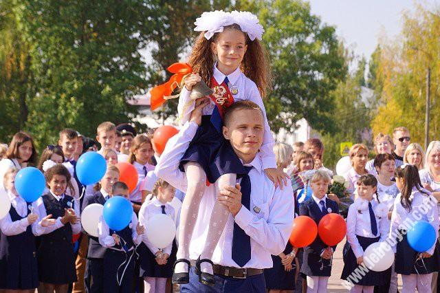 Праздничная линейка 1 сентября в гимназии Лебедяни