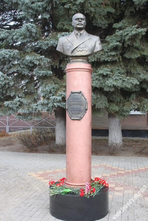 открытие памятника Черменскому в Лебедяни