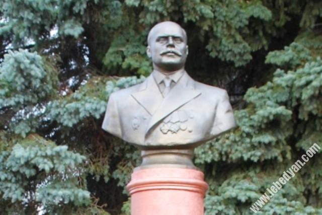 памятник Черменскому в Лебедяни