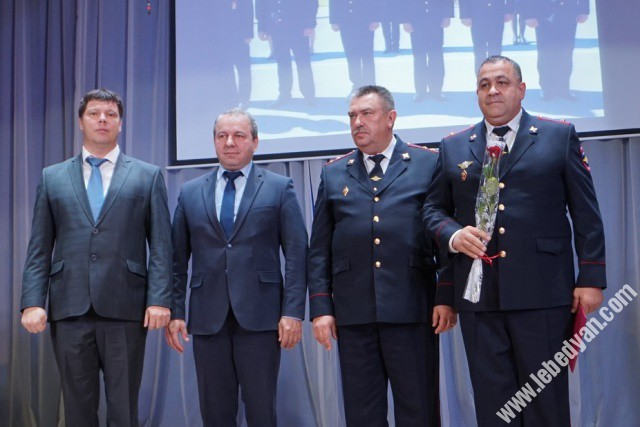 Поздравляли сотрудников МВД