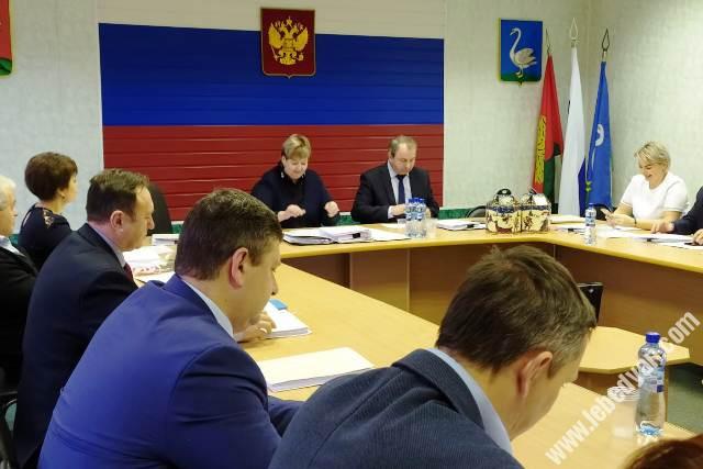 на сесси районного совета депутатов