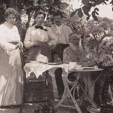 Юлия Игумнова и Лев Толстой