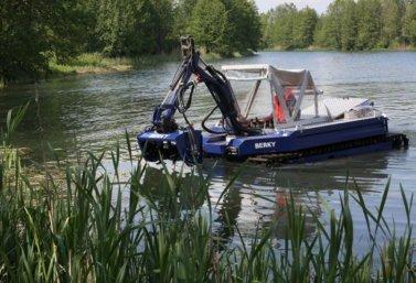 лодка-амфибия для очистки водоемов