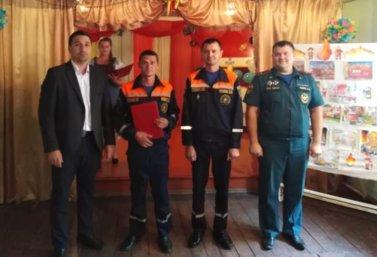 Поздравили пожарных спасателей