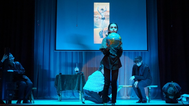 спектакль Девочка на шаре