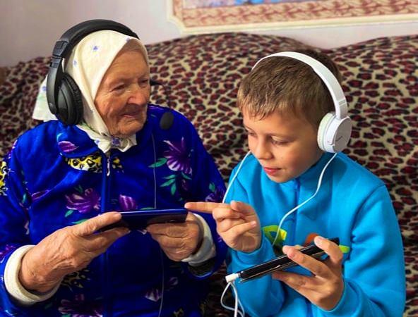 Работа победителя фотоконкурса «Бабушка рядышком с дедушкой»