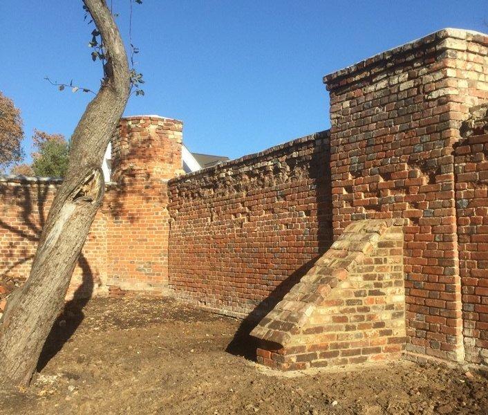 монастырская стена в Сезёново