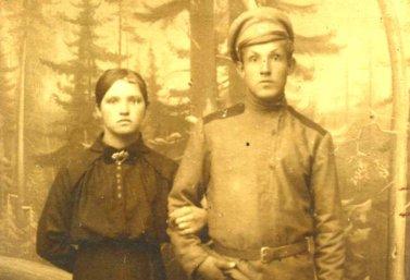 Участник Первой мировой войны Василий Соболев с сестрой.