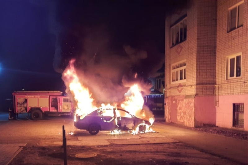 В городе Лебедянь ночью сгорела иномарка