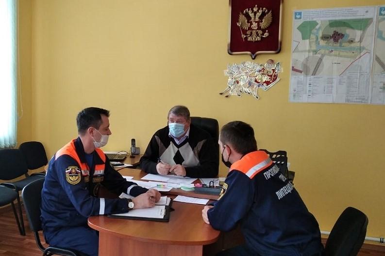 встреча спасателей с главой сельской администрации