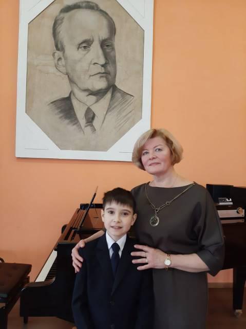 Мирослав Дронов и его педагог Людмила Васильевна Коротеева