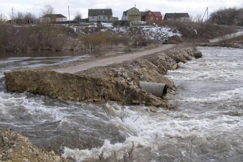 Мост в деревне Калиновка в половодье