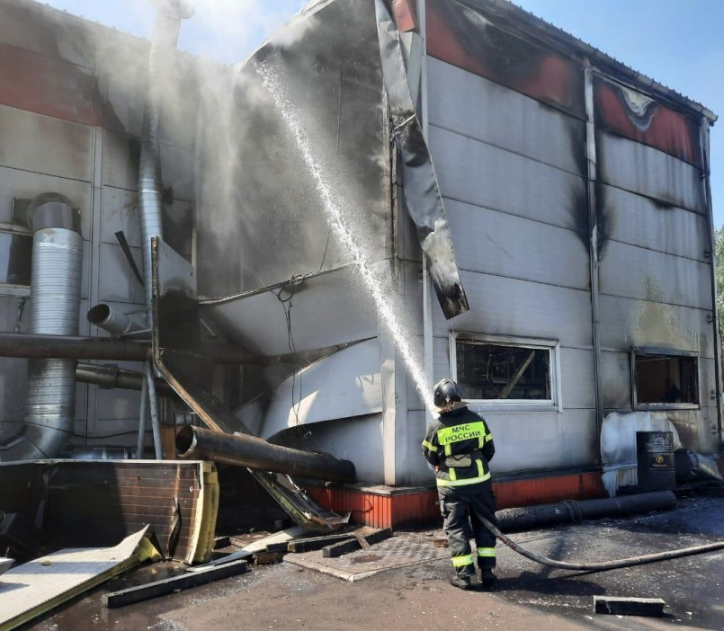 пожар в пристройке на заводе ЛеМаЗ в Лебедяни
